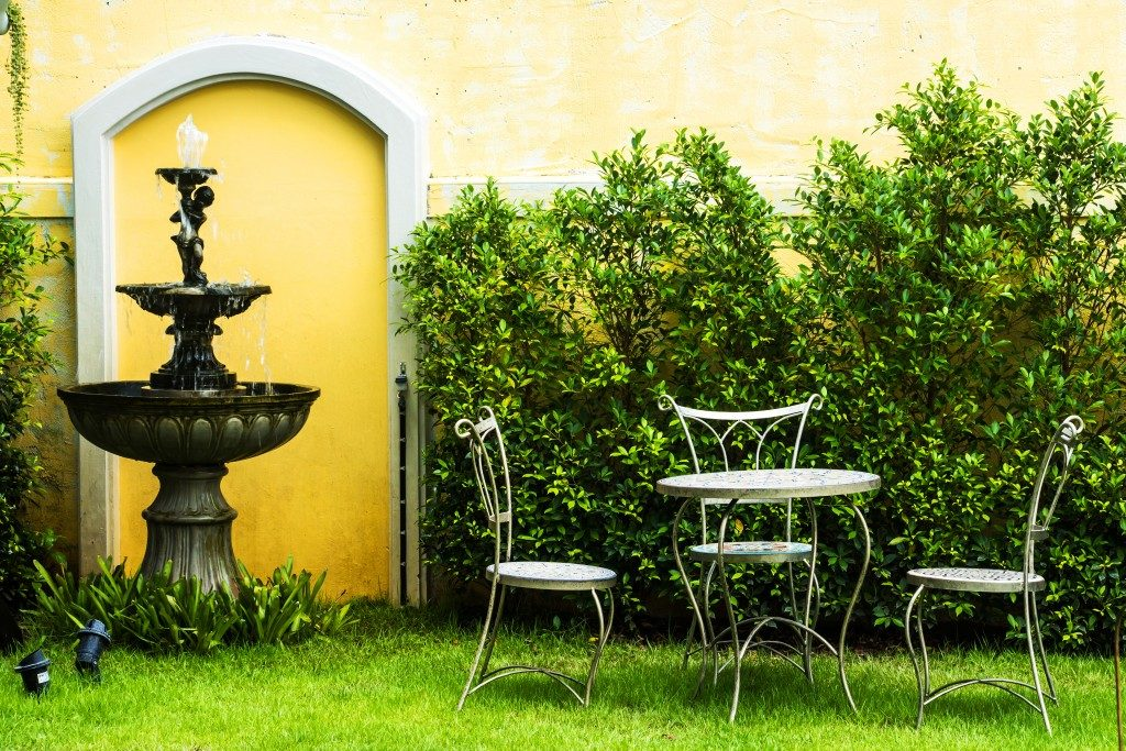 garden with fountain and outdoor chairs